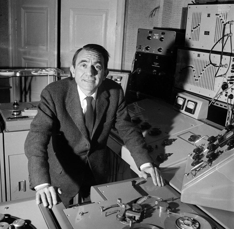 Pierre-SCHAEFFER-dans-le-studio-de-la-rue-de-lUniversité-1963-Laszlo-Ruszka-©INA-GRM.jpg
