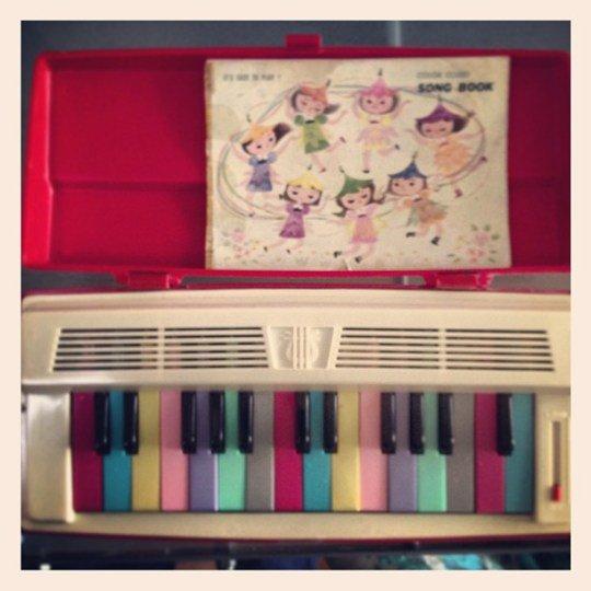 toy-harmonium.jpg