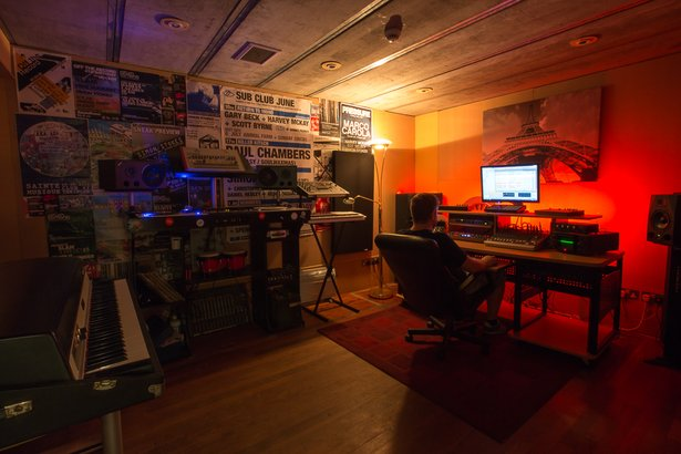 Simon Stokes at work at Shoogle Studios