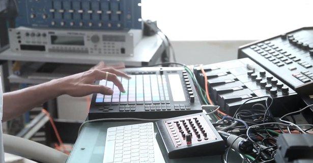 Dauwd goes Against the Clock in his studio