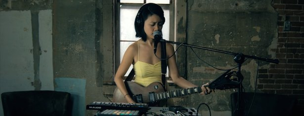 "Kawehi covers ""Fake Plastic Trees"""