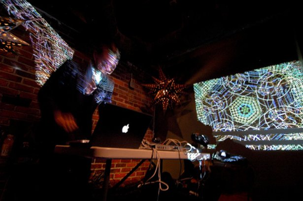 Steve Nalepa performt beim Mind Meld in Rhode Island