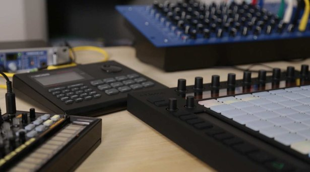 hph_push-playing-hardware-drum-machines.jpg__615x341_q85_crop_subsampling-2_upscale.jpg